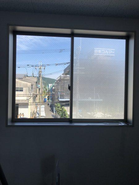 元々透明な素材に,グレー遮光着色した効果により可視光線 透過率は 18.8%。